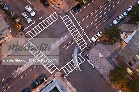 Vue grand angle d'intersection de Berkeley Street et St. James Avenue, Back Bay, Boston, Massachusetts, USA