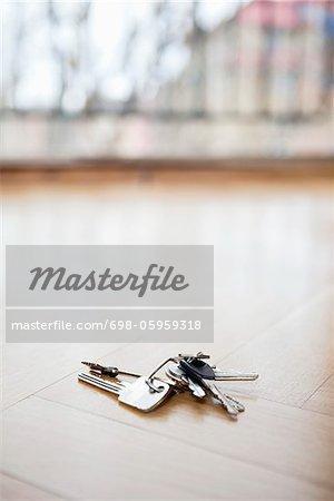 Trousseau de clés sur sol