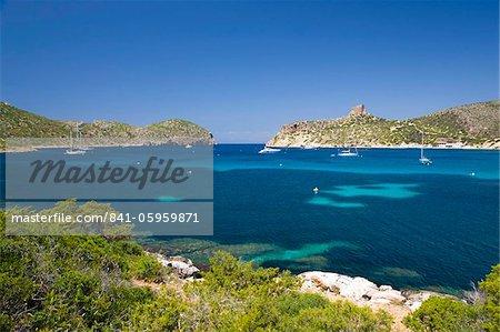 Blick über Bucht zum Schloß, Cabrera Insel, Nationalpark Cabrera-Archipel, Mallorca, Balearen, Spanien, Mediterranean, Europa
