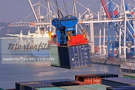 Porte-conteneurs à container terminal, port de Hambourg, Allemagne, Europe