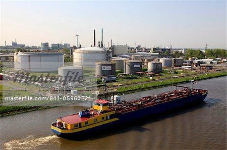 Raffinerie de Brunsbuttel, Canal de Kiel, Schleswig-Holstein, Allemagne, Europe