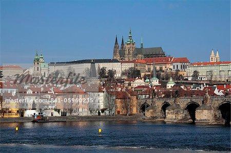 Charles Bridge over the River Vltava, UNESCO World Heritage Site, Prague, Czech Republic, Europe