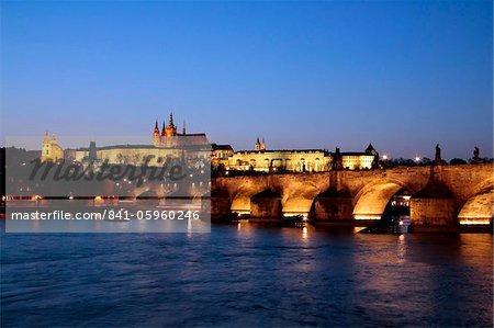 Charles pont sur la rivière Vltava, le pont Charles, UNESCO World Heritage Site, Prague, République tchèque, Europe