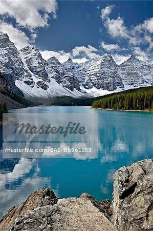 Lac de moraine dans la chute de neige fraîche, Parc National Banff, patrimoine mondial de l'UNESCO, Alberta, Rocky Mountains, Canada, Amérique du Nord