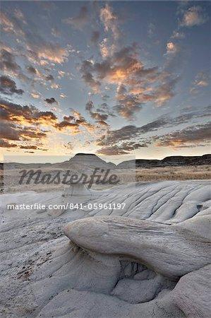 Sunrise in the badlands, Dinosaur Provincial Park, UNESCO World Heritage Site, Alberta, Canada, North America