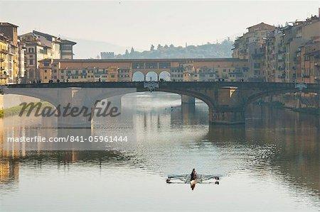 Ponte Santa Trinita et du Ponte Vecchio, sur la rivière Arno, Florence, UNESCO World Heritage Site, Toscane, Italie, Europe