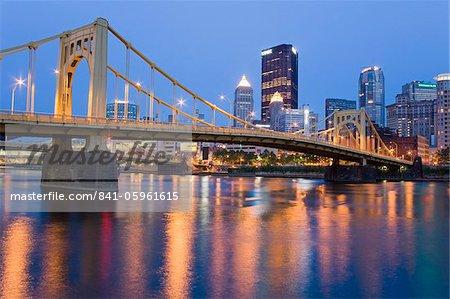 Andy Warhol-Brücke (Seventh Street Bridge) über die Allegheny River, Pittsburgh, Pennsylvania, Vereinigte Staaten von Amerika, Nordamerika