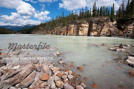 Supérieur de la rivière Athabasca près d'Athabasca Falls, Parc National Jasper, patrimoine mondial de l'UNESCO, en Colombie-Britannique, montagnes Rocheuses, Canada, Amérique du Nord