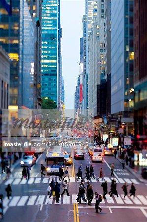 42nd street dans Mid Town Manhattan, New York City, New York, États-Unis d'Amérique, l'Amérique du Nord