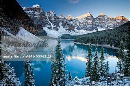 Neige d'hiver à Moraine Lake, Banff National Park, patrimoine mondial de l'UNESCO, Alberta, Rocheuses, Canada, Amérique du Nord