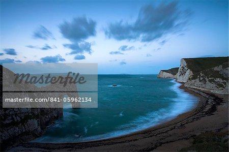 Dawn atop the cliffs at Durdle Door, Jurassic Coast, UNESCO World Heritage Site, Dorset, England, United Kingdom, Europe