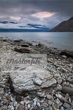 Les rives du lac Wakatipu, près de Queenstown, île du Sud, Nouvelle-Zélande, Pacifique