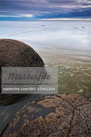 Les circulaires inhabituelles Moeraki boulders longeant le Pacifique, île du Sud, Nouvelle-Zélande, Otago côte, Otago,
