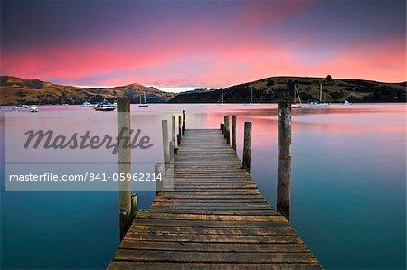 Lever du soleil sur Akaroa harbour, Canterbury, Nouvelle Zelande, Pacifique