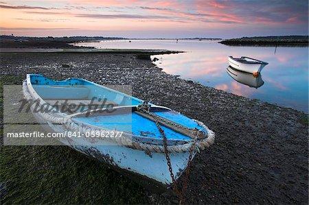 Smalls bateau dans le port de Poole at dawn, Dorset, Angleterre, Royaume-Uni, Europe