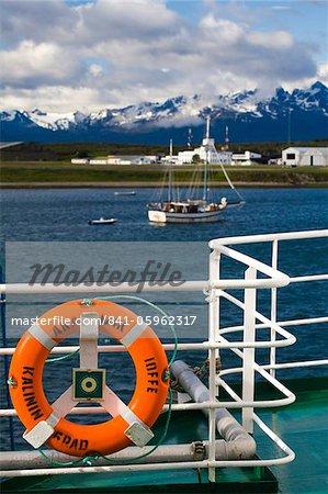 Le port à Ushuaia, vu depuis le pont de l'Akademik Ioffe cruise ship, Patagonie, en Argentine, en Amérique du Sud