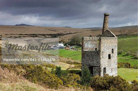 Les ruines de la papule Betsy mine d'étain à l'extrémité ouest du Parc National de Dartmoor, Devon, Angleterre, Royaume-Uni, Europe
