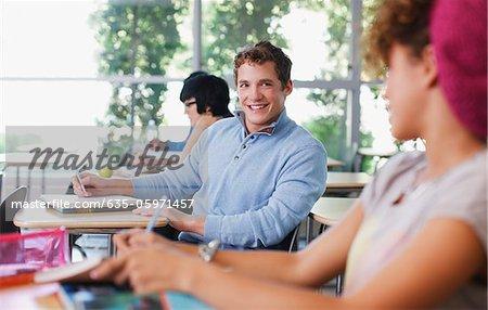 Schüler in der Klasse zu sprechen