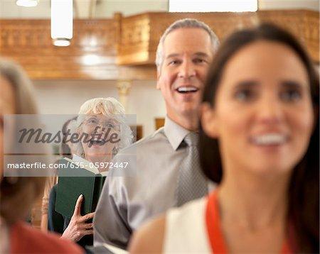 Gemeinde singen in der Kirche