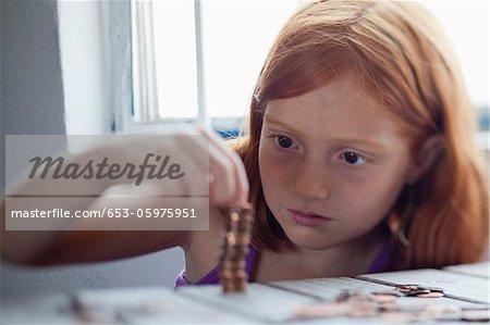 Mädchen Stapeln Münzen