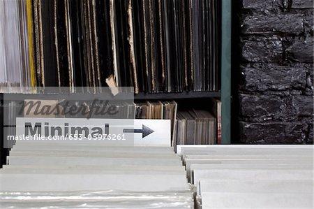 Un signe de la flèche pointant vers la section minimale d'un magasin de disques