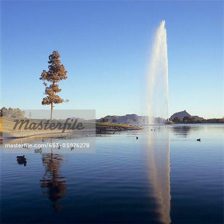 Geyser en éruption à Fountain Hills, Arizona