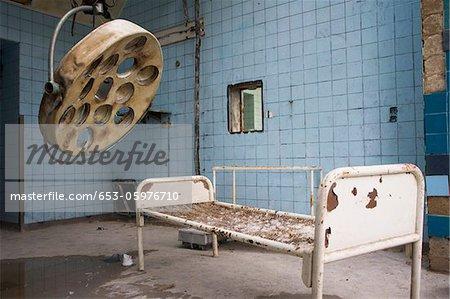 Une chambre dans un ancien hôpital abandonné, Beelitz-Heilstaetten, Allemagne
