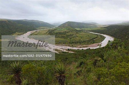 Une vue surélevée de la rivière Mbashe à la périphérie de Mvezo, la ville natale de Nelson Mandela. Transkei, Eastern Cape, en Afrique du Sud