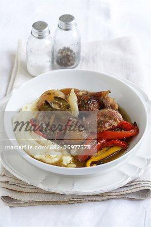 Lammkeule mit Weißwein, Gemüsepaprika und Balsamico-Essig