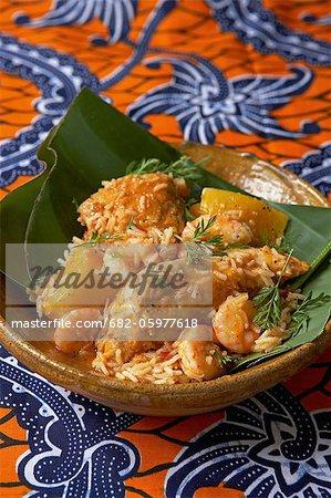 Traditionnelle africaine de cuisson. Poulet jolof. Ingrédients : poulet, crevettes, courge musquée, piment et l'ail