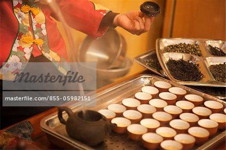 Eine Demonstration der Ganghu Tee im Teehaus, Chaozhou, China