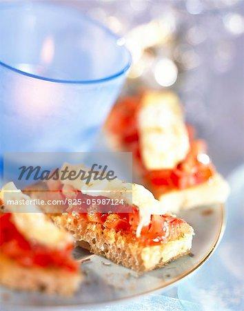 Tartare de tomates et de mozzarella sur pain