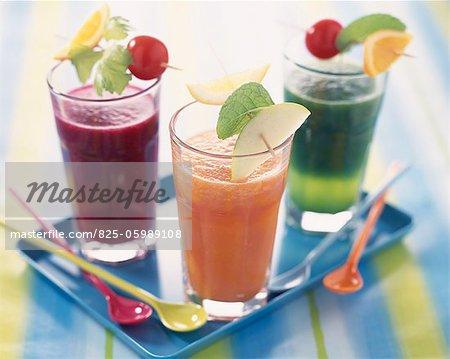 Verres de fruits et smoothies de légumes