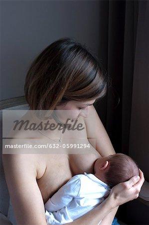 Fütterung Kind der Mutter Brust