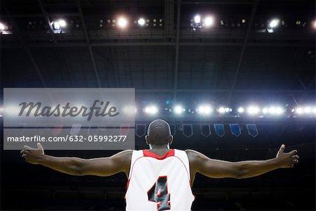 Joueur de basket-ball avec vue arrière bras tendus