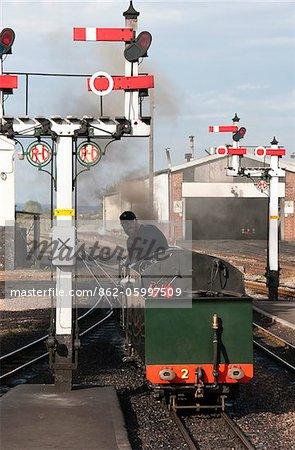 Changement d'une locomotive, Romney, Hythe et Dymchurch Railway, Kent, Royaume-Uni