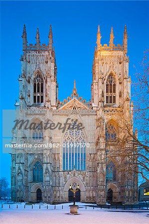France, Angleterre, North Yorkshire, York. La Face ouest de York Minster en hiver.