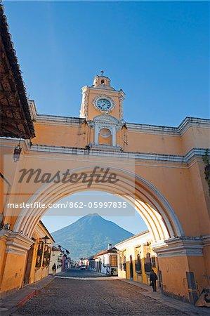 Central America, Guatemala, Antigua, El Arco de Santa Catalina