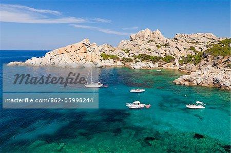 Italie, Sardaigne, Olbia-Tempo, Capo Testa. La petite plage de Cala Spinosa.