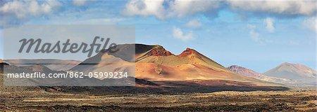 Parc National de Timanfaya (Parque Nacional de Timanfaya). Les dernières éruptions volcaniques ont eu lieu entre 1730 et 1736. Lanzarote, îles Canaries
