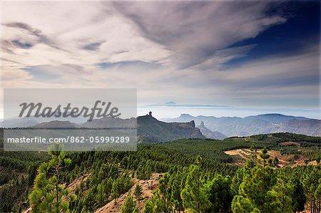 L'île de Tenerife et Roque Nublo à partir de Pozo de las Nieves. Gran Canaria, îles Canaries