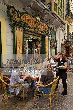 "Straße Café Forn de Teatro """"in der alten Stadt von Palma De Mallorca, Mallorca, Balearen, Spanien"