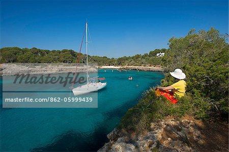 Segelboot in Cala Sa Nau, Mallorca, Balearen, Spanien