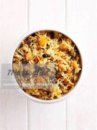 Nahaufnahme von Schüssel mit Reis und Gemüse