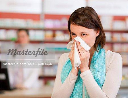 Nez de soufflage femme en pharmacie