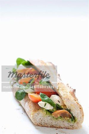 Nahaufnahme von Käse und Tomaten-sandwich