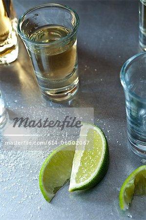 Photos de tequila avec des quartiers de lime