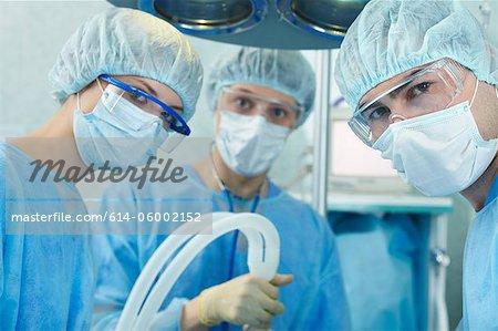 Chirurgen in Scrubs – die Anfänger im Betrieb
