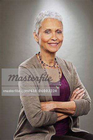 Portrait of senior Woman Lächeln, Studioaufnahme