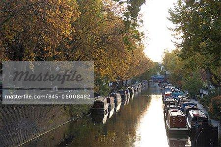 Kanalboote und Herbstfarben, Klein-Venedig.